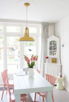 These unmissable ideas to decorate the dining room They will inspire you completely. East small dining room It is combined by a white table that is ac. Dining Room Colors, Dining Room Design, Design Kitchen, Painted Chairs, Kitchen Chairs Painted, Painting Kitchen Chairs, Kitchen Paint, Room Inspiration, Dining Chairs