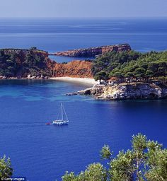 Kokkinokastro-Alonissos: See what you are missing for not being there Greek Island Holidays, Places Around The World, Around The Worlds, Top Europe Destinations, Greece Art, Places In Greece, Sailing Holidays, Greece Islands, Sardinia