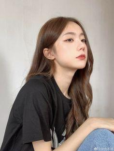 Pretty Korean Girls, Cute Korean Girl, Korean Beauty Girls, Asian Beauty, Light Makeup Looks, Hair Color Streaks, Korean Girl Photo, Ulzzang Korean Girl, Uzzlang Girl