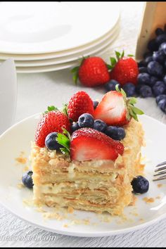 This Easy Napoleon cake recipe consists of rich custard cream and easy puff pastry cake base. You won't believe how quick and easy it is to make! Puff Pastry Desserts, Puff Pastry Recipes, Pastry Cake, Köstliche Desserts, Delicious Desserts, Yummy Food, Plated Desserts, Russian Cakes, Russian Desserts