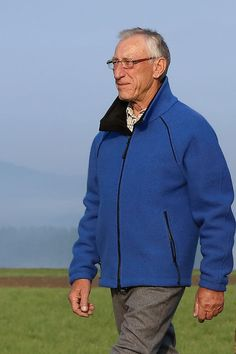 "Modell "" DÖLLACH "": Walkjanker mit Reißverschluss aus 100% Schurwolle!  Ungefütterte  Walkjacke  mit 2-Wege-Zipp. Innenkragen und Windfangleiste... Raglan, Sport, Men Sweater, Walking, Sweaters, Fashion, Contrast Color, Model, Jackets"