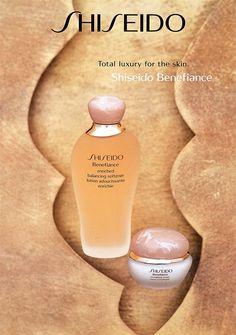 Shiseido Benefiance: 1996 präsentierte #Shiseido eine vollkommen neue Hautpflege-Linie namens Benefiance. Das Unternehmen kreierte damit eine luxuriöse Anti-Aging-Linie für reifere Haut.