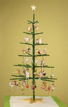 Great idea to display ornaments at craft shows! | Craft Show .