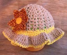 Un bonito y primaveral sombrero en algodón 100% y trabajado a crochet. Se complementa con una espectacular flor Kanzashi, confeccionada con tela de Patchwork. Un sombrero totalmente hecho a mano y sin costuras, para un perfecto confort.  El mejor regalo para proteger a la pequeña princesa del sol.  Tall de 6 a 10 meses (48 cm diámetro y 16 cm alto) http://es.dawanda.com/product/58290975-Sombrero-para-pequena-princesa-en-crochet-2