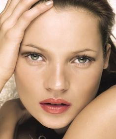 kate moss' MAKE-UP MUST-HAVES & MISTAKES | bellaMUMMA