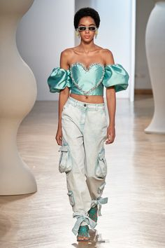 Apr 2020 - The complete Vivetta Spring 2020 Ready-to-Wear fashion show now on Vogue Runway. Weird Fashion, Look Fashion, High Fashion, Fashion Outfits, Womens Fashion, Fashion Design, Crazy Runway Fashion, Style Haute Couture, Couture Fashion