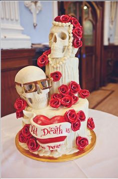 12 Amazing Skull Cakes.