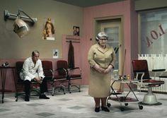Modern genrestuk van fotograaf Erwin Olaf. Het werk van Olaf is altijd een beetje griezelig geheimzinnig.
