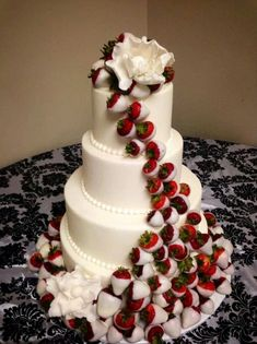 wedding cake with white chocolate dipped strawberries food lover pinterest cakes wedding #WeddingCupcakes #RedWhiteChocolate