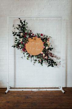 Diy Wedding Decorations Boho Ceremony Backdrop Ideas For 2019 Bridal Shower Backdrop, Bridal Shower Tables, Wedding Ceremony Decorations, Bridal Shower Decorations, Flower Decorations, Wedding Centerpieces, Backdrop Wedding, Ceremony Signs, Wedding Altars
