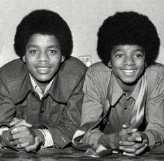 Michael Jackson and Marlon Jackson, Jackson 5 Era The Jackson Five, Jackson Family, Young Michael Jackson, Old School Music, Black Actors, King Of Music, The Jacksons, Cute Actors, Motown