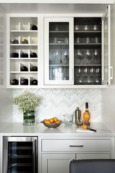 Mind-Blowing Kitchen Bar Ideas – Modern and Functional Kitchen Bar Designs – The post Mind-Blowing Kitchen Bar Ideas – Modern and Fun… appeared first on Best Pins for Yours - Diy Home and Decorations Diy Home Bar, Home Bar Decor, Bars For Home, In Home Bar Ideas, Home Wine Bar, New Kitchen, Kitchen Decor, Kitchen Ideas, Kitchen Wine Racks