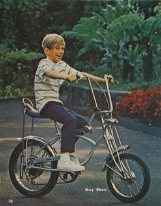 A complete history of vintage Schwinn Krates with photos and documentation from old catalogs. Bici Retro, Velo Retro, Velo Vintage, Vintage Bicycles, Bmx, Banana Seat Bike, Vintage Toys 1960s, Vintage Stuff, Vintage Ads
