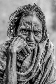 Portrait of old women by anandarony - Image Of The Month Photo Contest Vol 7 Old Man Portrait, Pencil Portrait, Female Portrait, Black And White Portraits, Black And White Photography, Emotional Photography, Old Faces, Drawing Expressions, People Of The World