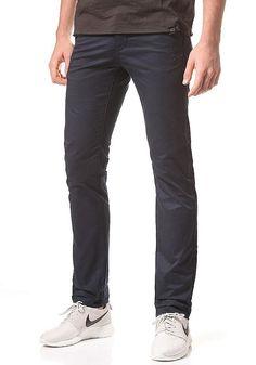 Wer Chinos mag, dem ist das Modell Bronson von G-STAR sicherlich ein Begriff.Wer die stylische Pant noch nicht kennt, kann jetzt mit ihr liebäugeln und wird schnell feststellen:das ist die richtige Wahl! Features: Slim Fit, Stretchmaterial, Seitentaschen, Gesäßtaschen, Button-Fly Pant, Stoffhose, Hosenbund mit Gürtelschlaufen, Logopatch, Logoemblem, HerstellerFarbe: saru blue,  Material: 97% B...