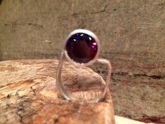 Prata 950 fosca com ametista. Sandra Paulo para Cariocas da Joia. #jewelry #silver #prata #joia #anel #ring #cariocasdajoia #contemporaryjewelry
