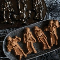 Nordic Ware Spooky Skeleton Cakelet Pan Halloween Kitchen, Holidays Halloween, Spooky Halloween, Halloween Decorations, Halloween Party, Goth Home Decor, Spooky Treats, Blender Bottle, Nordic Ware