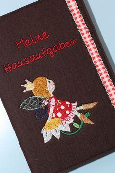 ♥ Der Heftumschlag ist aus 100% braunem Wollfilz mit schöner Stickerei. Er schützt das Heft vor Knicken und Schmutz und ist dazu noch ein echter Hingu