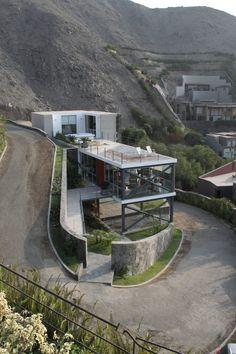 """Mirador House by 2.8 x Architects - Soluções para terrenos """"estranhos"""""""