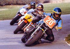 Wayne Gardner leading Barry Sheene and Bob Smith at Oliver's Mount in 1981 Motorcycle Racers, Racing Motorcycles, Motorcycle Design, Vintage Motorcycles, Kawasaki Classic, Kawasaki Bikes, Super Bikes, Road Racing, Isle Of Man
