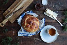 Nadýchaný druh sladkého židovského chleba Challah je obdoba našej vianočky. Pripravovali ho na špeciálne príležitosti. Podrobný foto recept nájdete u Naty. Challah, Scones, Nutella, Banana Bread, French Toast, Foods, Breakfast, Blog, Bread Puddings