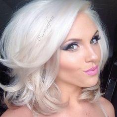 Great Blond look Short Hair Cuts, Short Hair Styles, Peinados Pin Up, Platinum Hair, Dream Hair, Big Hair, Hair Today, Gorgeous Hair, Amazing Hair