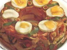 Préparation 20 mn - Cuisson 10 mn - Réfrigération 3 heures - Faire refroidir un moule à savarin au freezer - Découper les blancs de poulets ou les restes en petits bâtonnets, faire de même avec le jambon - Mettre ces bâtonnets dans un saladier et l -...