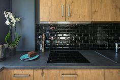 Optimisation d'espace aux nuances intemporelles Stove, Kitchen Appliances, Design, Shades, Outer Space, Diy Kitchen Appliances, Home Appliances, Range