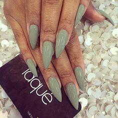 Bildergebnis für stiletto nails beige gold