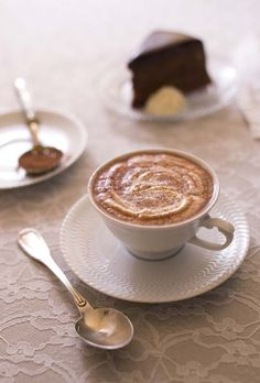 Chocolat chaud à l'ancienne The hot chocolate recipe is enriched with fresh cream. A sweet recipe to face the winter. Gourmands will add more whipped cream! Chocolate Sweets, Chocolate Coffee, Super Dieta, Chocolates, Crockpot Recipes, Cooking Recipes, Drink Recipe Book, Tasty, Yummy Food