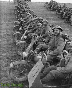 Motosikletli İngiliz birlikleri Fransa'da, İkinci Dünya Savaşı, 1940  British Motorcycle Army in France WW2, 1940  Motorcycle combinations of 4th Northumberland Fusiliers at Fontaine, 20 March 1940. #british #ww2 #france #instagram #motorcycle #army #hitler #motosiklet #history #tarih #historychannel #photooftheday #gununkaresi #instagramturkey #love #tweegram #photooftheday #20likes #followforfollow #instalike #tarihduragi