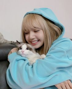 BlackPink LISA's cat Leo, In Blue…Cute photo updates – Black Pink Revolution Blackpink Photos, Cute Photos, Beautiful Pictures, Kim Jennie, Kpop Anime, Manga Anime, Lisa Blackpink Wallpaper, Black Pink Kpop, Lisa Bp