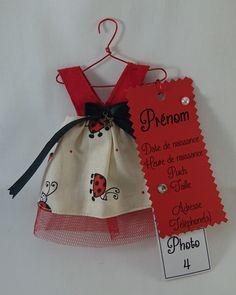 Faire-part fille en tissu sous forme de robe. Pour partager une merveilleuse nouvelle de manière originale. Motifs coccinelles
