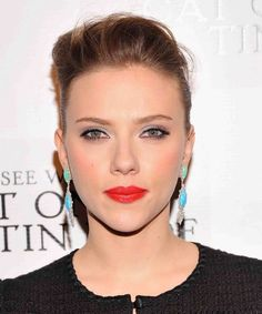 Come See the Gorgeous Color-Fest That Is Scarlett Johansson's Makeup and Earring Combo Here! (Psst...Her Hair Is Kinda Great, Too!): Girls in the Beauty Department