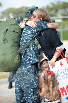 Navy Homecomings are the best. Jacksonville Family Photogapher, Photography by Virginia Hobbs