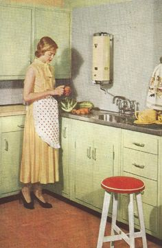From an advertising brochure of the 50s, this kitchen illustrates one of those ideas that was to come back 60 years later – the sleek glass splashback.