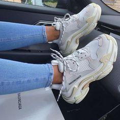 T Shirt Balenciaga, Sneakers Balenciaga, Gucci Shoes, Cute Sneakers, Sneakers For Sale, Shoes Sneakers, Converse Shoes, Souliers Nike, Sneakers Fashion