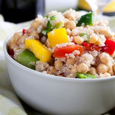 Quinoa Vegetable Salad ~ Enjoy cold or heated; packs a double protein punch with quinoa and chickpeas! Healthy Snacks, Healthy Eating, Healthy Recipes, Yummy Snacks, Yummy Recipes, Veggie Main Dishes, Vegetarian Protein Sources, Quinoa Salad Recipes, High Calorie Meals
