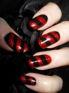 Red and Black Christmas Nail Art - Nails Black Christmas, Red Christmas Nails, Holiday Nails, Christmas Ideas, Christmas Candy, Christmas Time, Nail Candy, Candy Cane Nails, Candy Canes