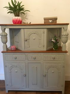 Lovely Shabby Chic Vintage Dresser Sideboard Court Cupboard Farrow