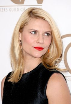 Claire Danes Medium Straight Cut - Claire Danes wore her hair straight and slightly flicked at the ends for the Annual Producers Guild Of America Awards. Claire Danes, Straight Hairstyles, Cool Hairstyles, Hairdos, Nicole Polizzi, Red Carpet Hair, Haircut And Color, Silky Hair, Celebrity Beauty