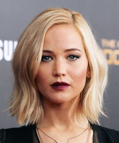 The Lob - great mid length hairstyle from Jennifer Lawrence | 40plusstyle.com