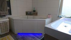 Indirecte ledverlichting onder het bad