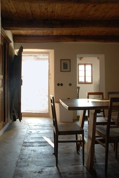Chalet dining room: chestnut floor and ceiling, THPG plugs