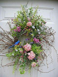 corona garrafa Beautiful Summer Wreath Design Ideas To Try Asap 15 Wreath Crafts, Diy Wreath, Door Wreaths, Wreath Ideas, Easter Wreaths, Christmas Wreaths, Corona Floral, Summer Wreath, Spring Wreaths