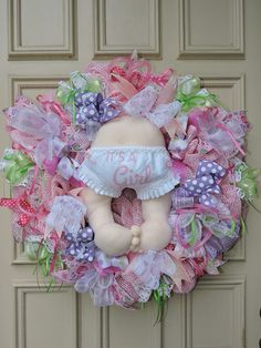 Baby Girl Wreath -Baby Girl Mesh Wreath - Babies Bottom with Diaper Wreath - New Baby Wreath - Baby Girl Shower Gift Baby Girl Nursery Decor, Baby Decor, Baby Shower Decorations, Wreath Crafts, Diy Wreath, Wreath Ideas, New Baby Wreath, Baby Wreaths, Baby Door Hangers