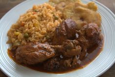 poulet haitien avec riz et banane Rice Dishes, Food Dishes, Atkins Recipes, Cooking Recipes, Caribbean Recipes, Caribbean Food, Haitian Food Recipes, Creole Recipes, Island Food