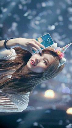 Twice Wallpaper ❤ - Sana shy shy ? Kpop Girl Groups, Korean Girl Groups, Kpop Girls, Shy Shy Shy, Tzuyu Body, Got7, Blackpink Wallpaper, Sana Cute, Twice Group