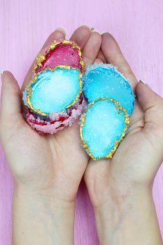 http://madmoisell.com/diy-kristalle-selber-zuechten-mit-alaune-und-eierschalen/