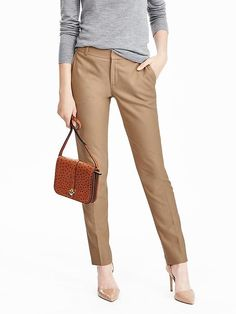 Ryan fit camel pants - perfect for fall Modern Outfits, Classic Outfits, Classic Clothes, Casual Outfits, Camel Pants Outfit, Suit Pants, Women's Pants, Suits For Women, Clothes For Women